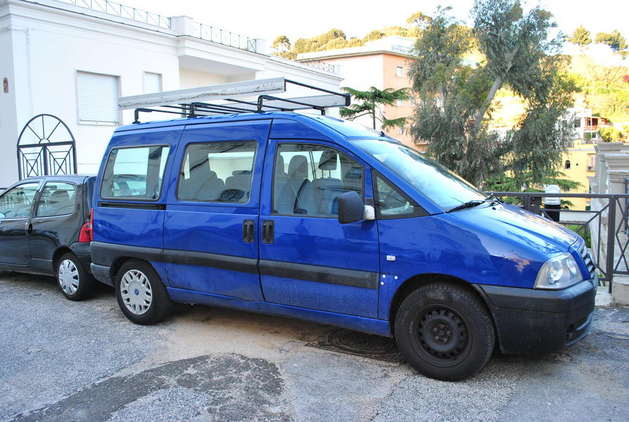 img-minivan-for-tourist-activities